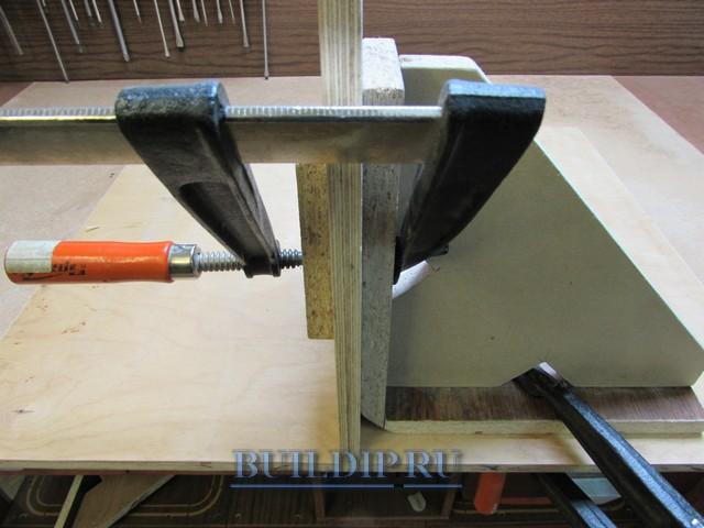 Применение монтажных угольников для соединения деталей из фанеры.