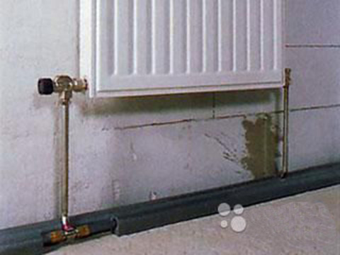 Двухтрубная система отопления с нижней подводкой.